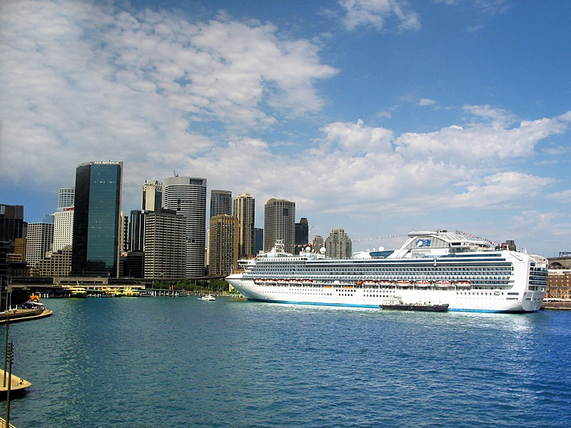 Diamond-Princess-Sydney-Harbor-The-Travel-Factory