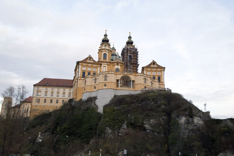 2829_melk_abbey_on_the_hill