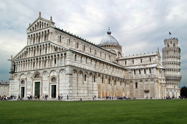 pisa_cathedral_and_leaning_tower_600x533
